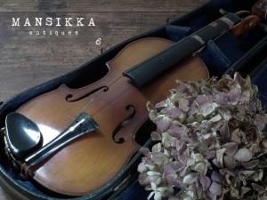 小さなアンティークヴァイオリン