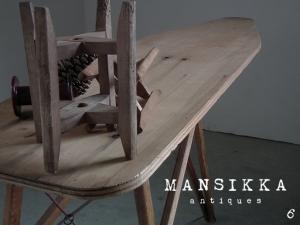 カナダアンティークの木製アイロン台