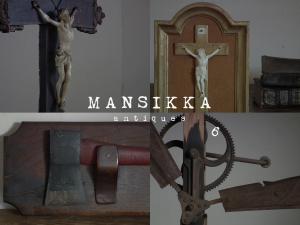 キリスト像と手斧と農具