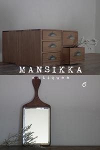 木製の小引き出しセットと手鏡