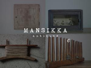 チェコのキャビネットと木製雑貨