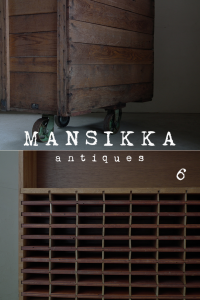 木製ワゴンと収納棚