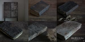 アンティークの本とアイアンキャビネット