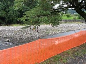 川の土砂を除去する工事