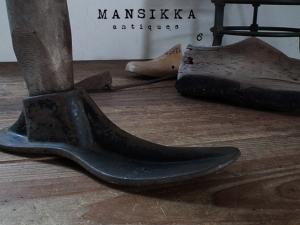 鉄製靴型とシューモールド