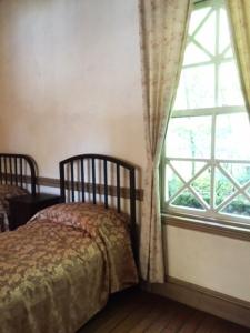 旧井笠ホテル 客室ベッドルーム