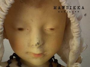 赤ちゃん型の陶製人形