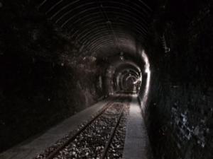 大日影トンネル内部