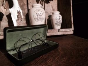oliver goldsmithの眼鏡