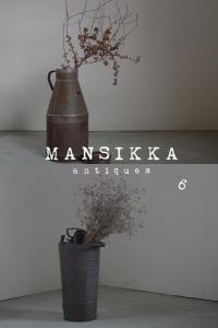 鉄製のミルク缶と銅製の消火器