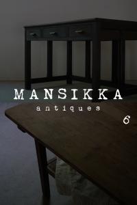 日本の古い木製机2点