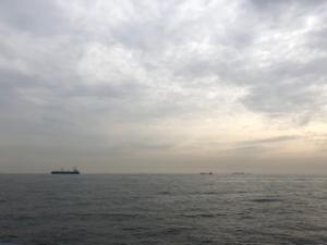 朝方の東京湾