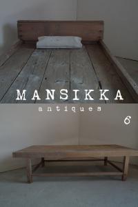 木製ベッドと陳列台