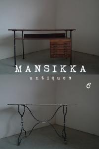 アメリカ製の古いデスクとテーブル