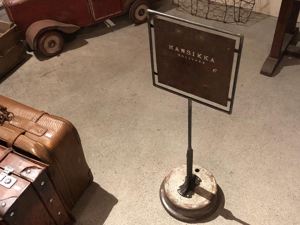 MANSIKKAの看板