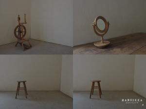 糸巻き機と鏡とスツール