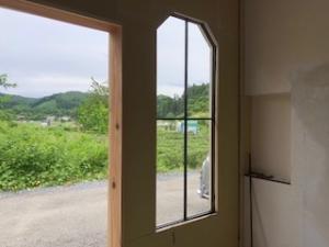 鉄製の格子窓