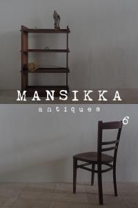 本棚と椅子