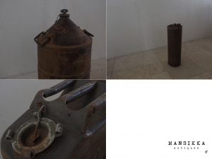 錆びた外国製のオイル缶