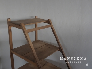 階段型の陳列台