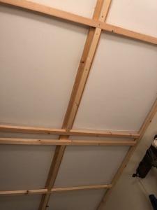 事務所の天井を改装中
