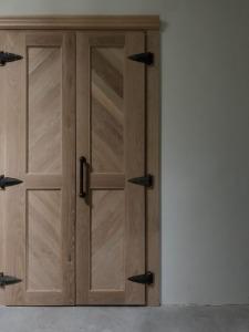 ホワイトオークの両開き扉